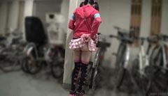 妹子裙子太短遮不住啊 动图看学生妹裙下射出暗器