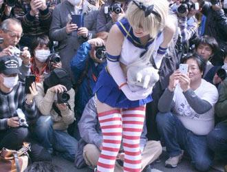 女装大佬的裙底?日本漫展恶搞COS欣赏