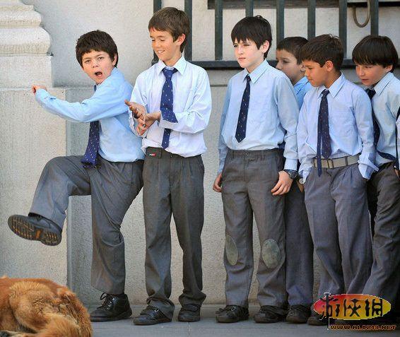 又是一年开学季!各国校服大pk你最标志哪一款中意小学生图片