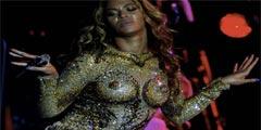 10大最不爱穿衣服的欧美女星 身上贴3块布就出门了!