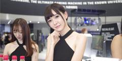 CJ2017:首日showgirl图赏 小姐姐粉红睡衣致命诱惑!