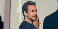 钢铁侠现身《复仇者联盟4》片场 未着战衣一脸伤