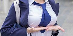 胸前两坨大的手拖不住了 囧图兔女郎装别这个时候穿