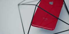 红色iPhone 8 Plus开箱 玻璃红鲜艳程度完爆金属红!
