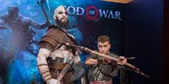 《战神4》发布会现场照 奎托斯父子神级Cos引人注目