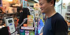 网友偶遇马云用支付宝买报纸:想知道里面余额是多少