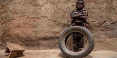世界各地小孩的玩具看贫富差异 中国的实在出乎意料!