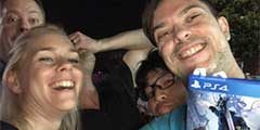 E3:德国卡普空员工晒《鬼泣5》PS4实体版 已完成?
