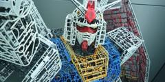 日本大神用塑料垃圾制作高达模型 成品令人惊叹!