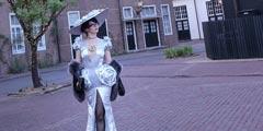 日本美女Coser还原《猎天使魔女2》贝姐 贵气尽显