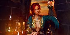 毛妹COS《巫师3》特莉丝 性感深V开胸装露半球吸睛