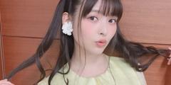 上坂堇晒美术馆双马尾新自拍 耳朵上有两朵大菊花!