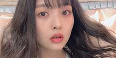 日本美女声优上坂堇曝最新照 黑丝美腿笑容超可爱!