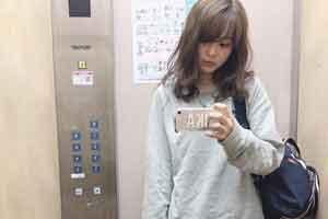 日本美女主播上下班反差照引热议 形象气质判若两人