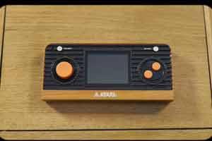 雅达利复古掌机将推出!内置50款经典游戏 可连电视