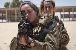 瞄准是什么?后坐力是什么?非洲佛系兵士打枪全靠蒙