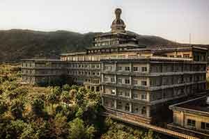 揭秘日本最大废弃酒店 被大自然入侵后的诡秘之境!