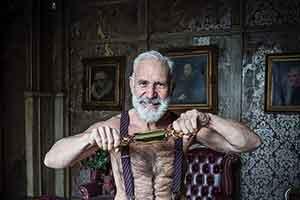 世界最性感的圣诞老人!穿衣帅气英俊、脱衣性感诱人