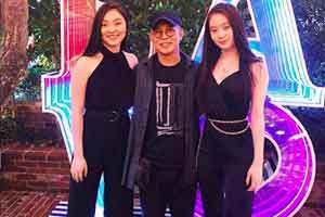 李连杰首曝与两女儿合照 网友却说:不能一视同仁吗