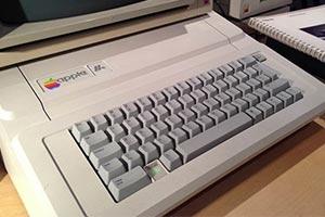 网友翻出30年前的Apple IIe 开机居然还能玩游戏!