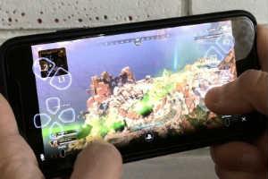 苹果手机玩PS4大作演示!索尼新app可远程连接主机