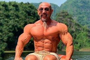 """现实中的""""龟仙人"""" 越南健身教练年过半百满身肌肉"""