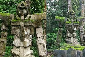 印尼森林惊现远古高达石像 当地人:已经有几百年了