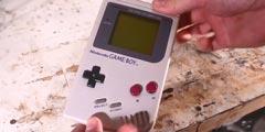 电池装反吓死个人 大神周年日成功复活旧Gameboy!