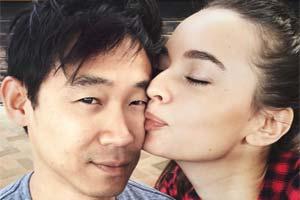 太甜了!导演温子仁宣布订婚!晒与未婚妻亲吻照