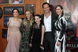 《安娜贝尔3》美国首映式! 温子仁与未婚妻齐亮相