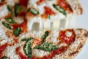 这披萨竟然可以拉丝!日本美女刺绣师让你食指大动