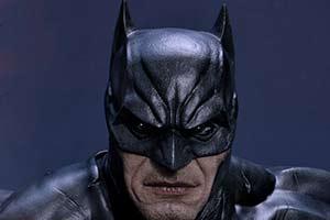 《蝙蝠侠》新雕塑开启预售 老爷脚踏小丑 售价7700元