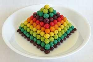 色彩几何完美排列 艺术家食物堆码治好你的强迫症