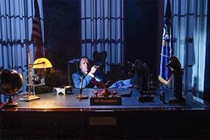 施瓦辛格《功之怒2》剧照 坐白宫办公室实现