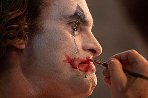 《小丑》配乐用恋童癖歌手作品:引发网友强烈不满!
