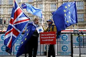 """英国通过修正案 再度推迟""""脱欧"""" 英国首相坚持不变"""