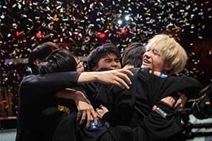 S9:排面!S9总决赛FPX夺冠后各媒体纷纷表达祝贺!
