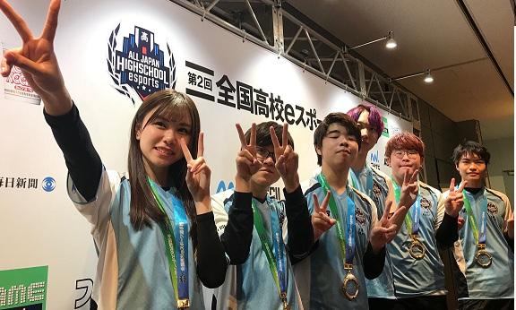 日本高中美少女出场《英雄联盟》电竞联赛夺冠走红