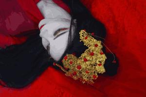 俄妹COSER 异域冰雪下的汉服写真:最美不过是红衣!