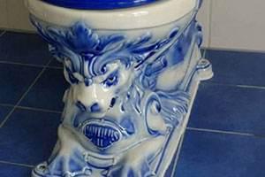 大清乾隆年制青瓷马桶 囧图当然要放在景观事厕所里啦