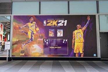 《NBA 2K21》巨幅广告现身NBA专卖店 明星助阵!