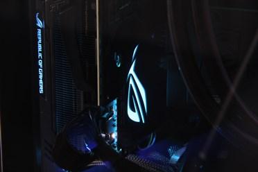 想在ITX机箱优游平台下全尺寸显卡?ROG Z11开箱评测