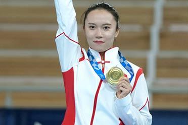 男子蹦床冠军朱雪莹:你们的东奥奖牌能扣掉一层皮吗?