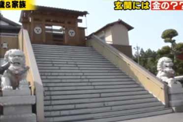 日本农人大叔痴迷优游平台国风!建上亿豪宅 称石狮子招财