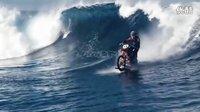 屌炸天牛人玩转海陆两用冲浪摩托车 惊险水上漂