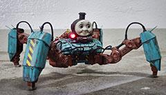 """儿童邪典!造型诡异杀人机器""""强袭突击托马斯"""""""