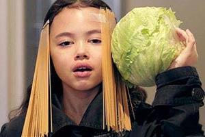 澳洲9岁萝莉低成本cos明星 性感美腿竟是法棍面包!