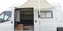 工作生活冲浪皆不误 英网友晒改装房车价值1.5万英镑