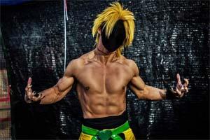 日本肌肉男Coser被女性袭胸!呼吁男孩子保护好自己