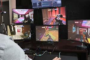 这是高手!单人操控5台PC挑战《彩六:围攻》排位